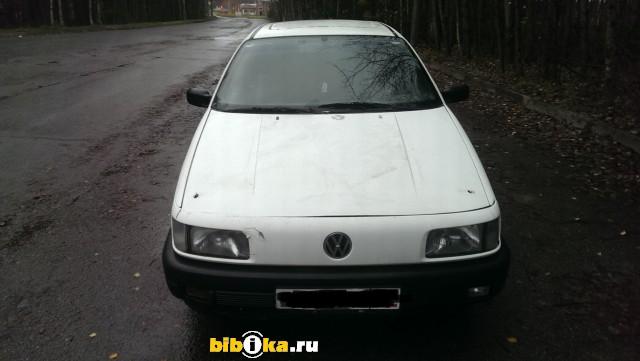 Volkswagen Passat B3 1.6 MT (72 л.с.)