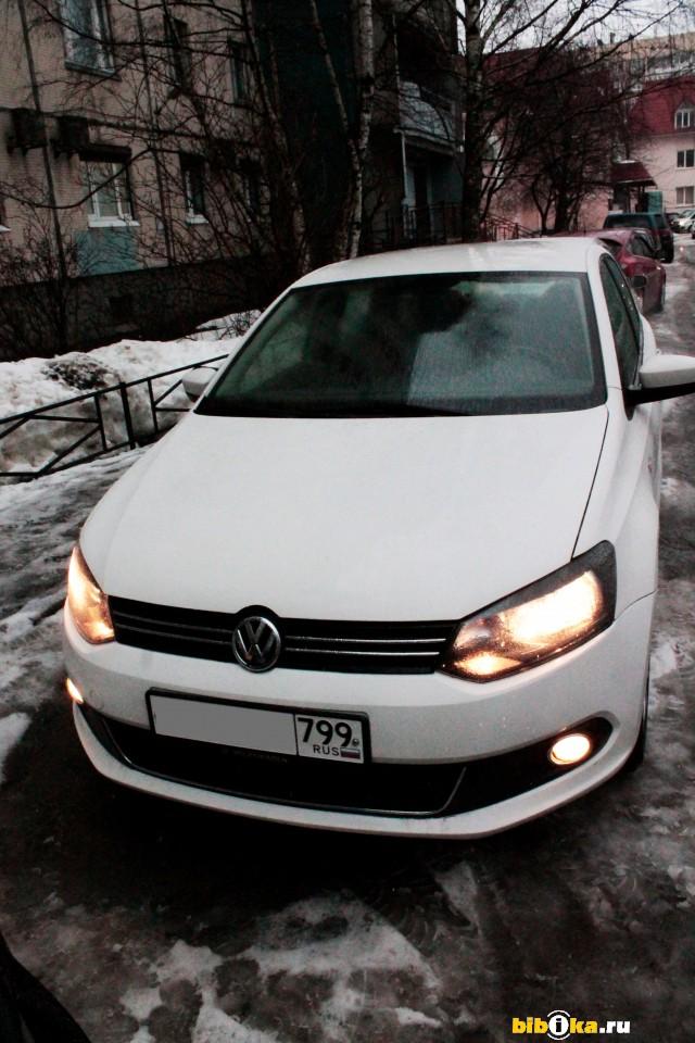Volkswagen Polo 5 поколение 1.6 MT (105 л.с.) Максимальная комплектация Highline  + мультируль и задний парктроник.